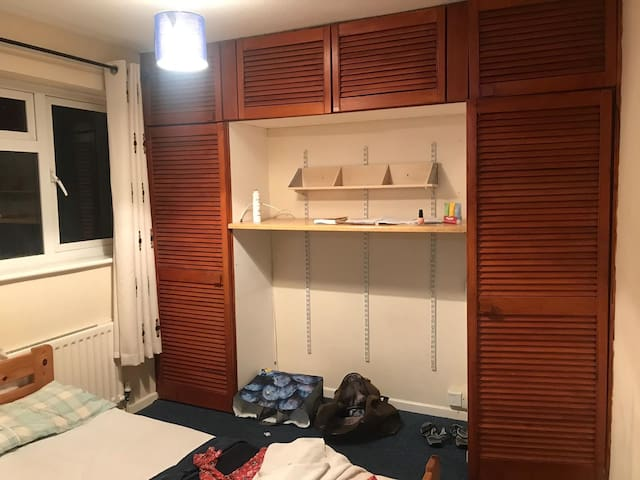 Double bedroom near Gatwick Airport