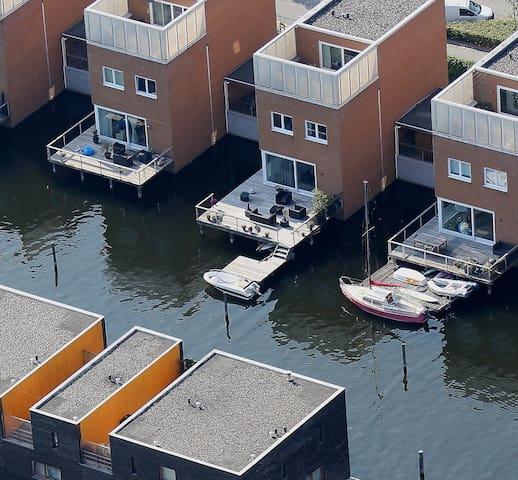 Vrijstaande villa aan het water - Almere - Villa