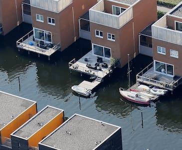 Vrijstaande villa aan het water - Almere - วิลล่า