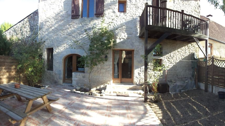 Chambres dans petit village typique du Lot