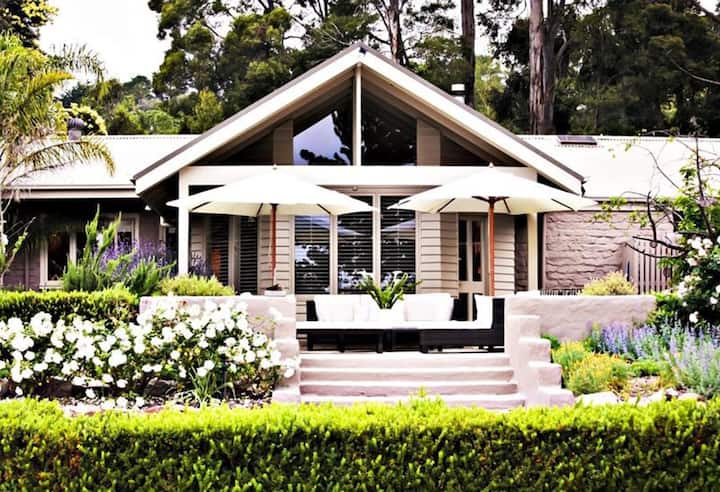 Tussie Mussie Vineyard Retreat Lodge