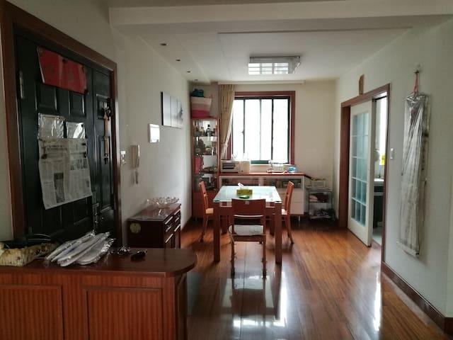 常熟市虞山镇市中心,小区宁静,2室2厅1卫,有车库! - Suzhou Shi - อพาร์ทเมนท์