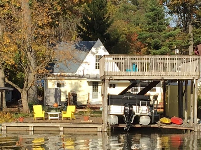Charming Waterfront Cottage on Indian Lake - Huntsville - Casa de campo
