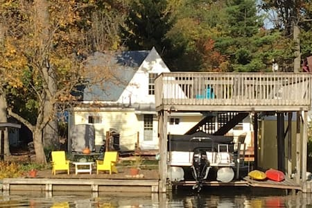Charming Waterfront Cottage on Indian Lake - 亨茨维尔(Huntsville) - 小木屋