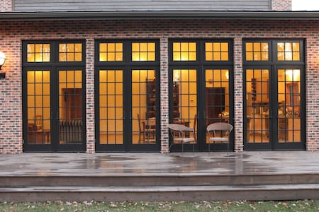 Brick house in woods - Sawyer - Haus