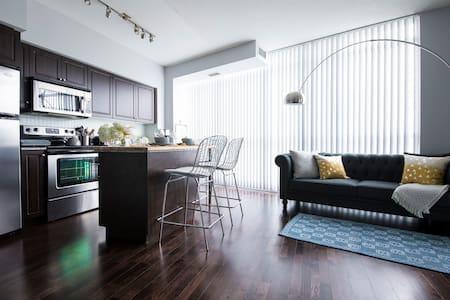 DownTown living condo - Toronto - Condominium