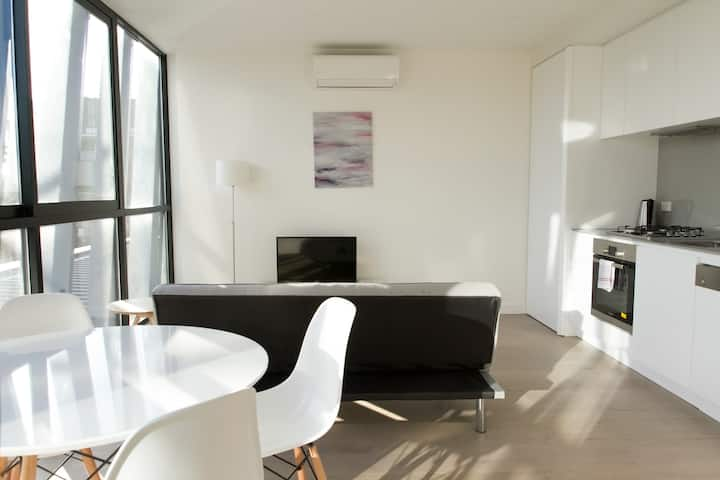 Brand New 1 BR in South Melb in Luxury High-rise