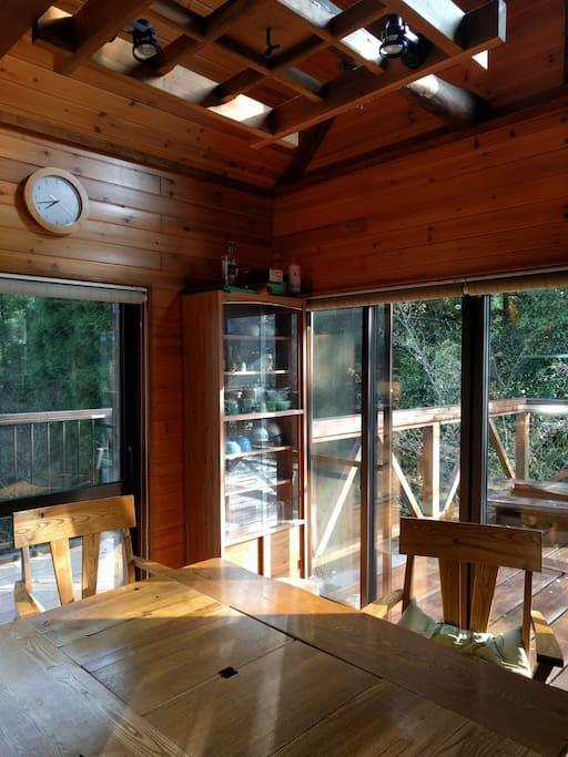 2階テラスと繋がるダイニングキッチン12畳