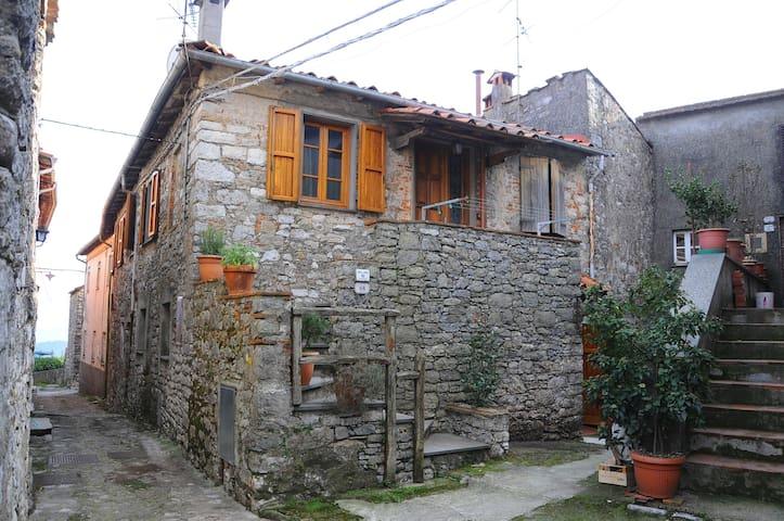 Casa in classico borgo antico. - Fibbiano - Casa