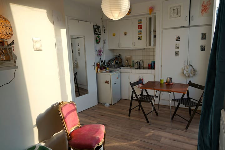 Sunny Studio For 2! Central Paris, Canal St.Martin