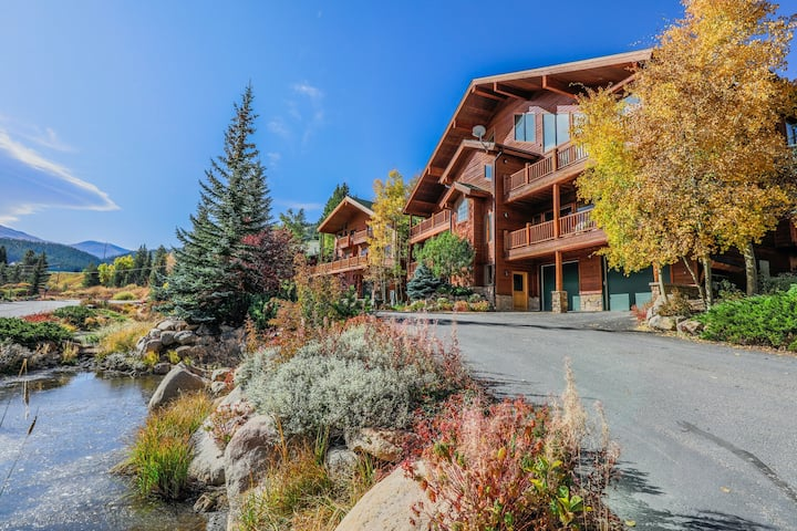 Mountain View, Single-Level Condo w/ Elevator & Shared Hot Tub - Walk to Lifts!