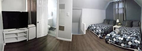 Cabin Room: Private bathroom & short walk to Falls