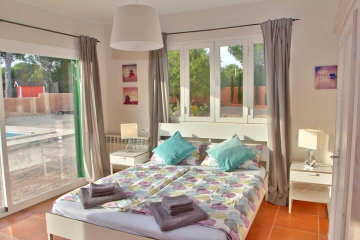 Dormitorio 1 / Schlafzimmer 1 / Bedroom 1