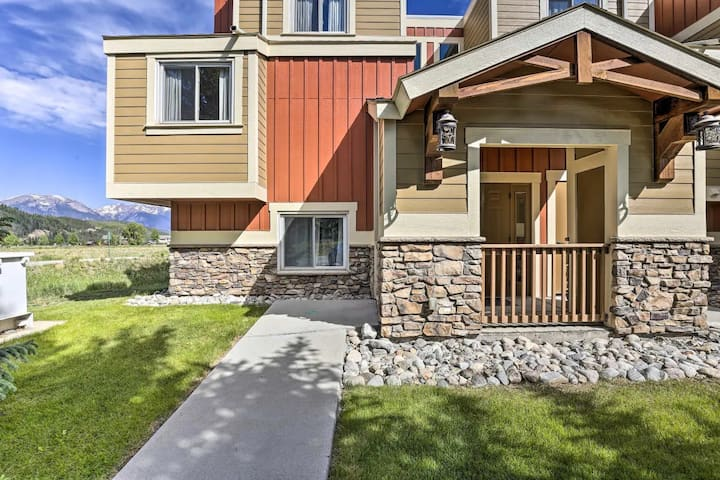 Centrally located condo with mountain views