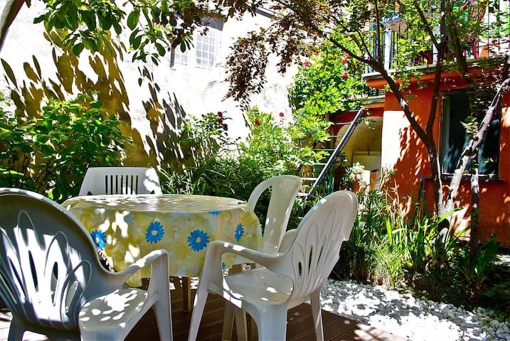 Apartment with garden near the sea