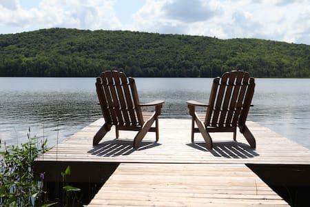 Gorgeous Lakefront Retreat