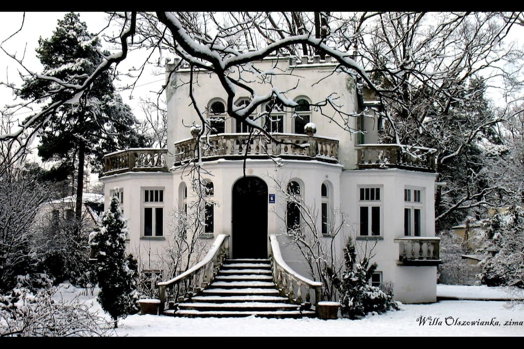 Villa in Winter Milanówek - the front view.