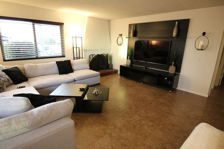 Enjoy Newport Beach 1 mile from the sand!
