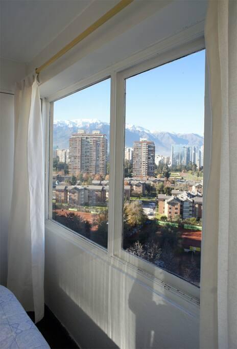 Vista lateral de la habitación a la Cordillera de los Andes