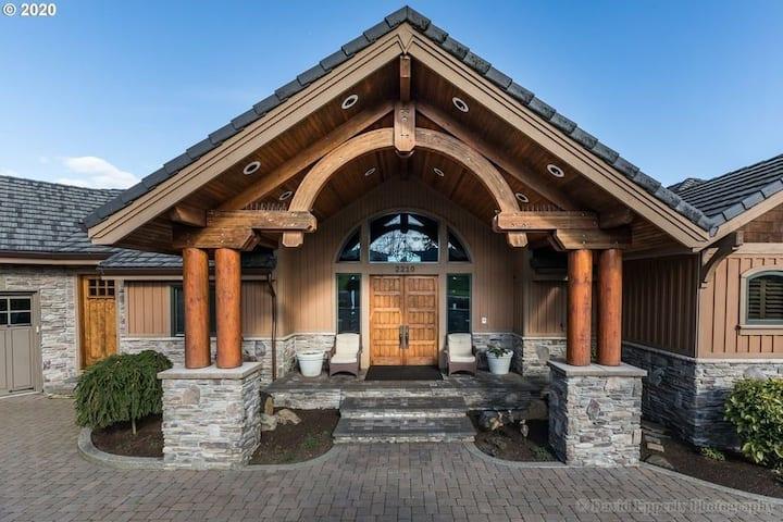 Sunrise Lodge WATERFRONT W/PRIVATE DOCK
