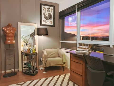 Artsy Loft & Office - Style & Convenience