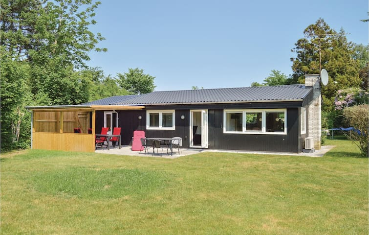 Holiday cottage with 3 bedrooms on 69m² in Jægerspris