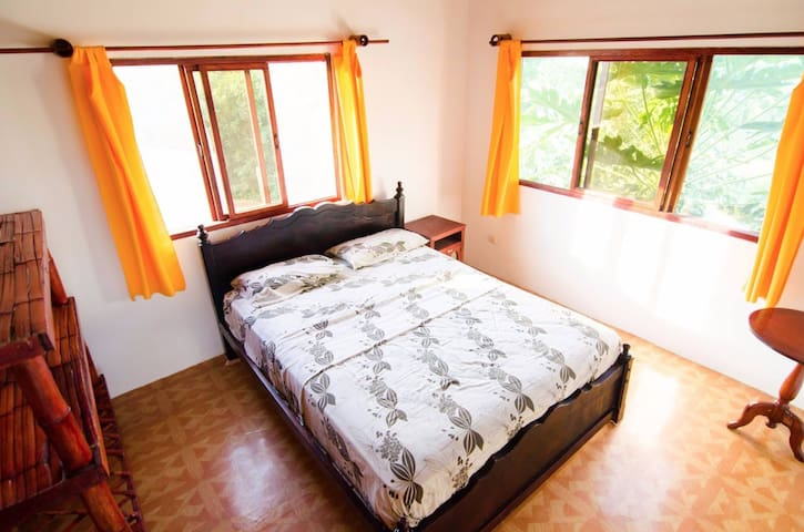 Lovely double bedroom in Montanita