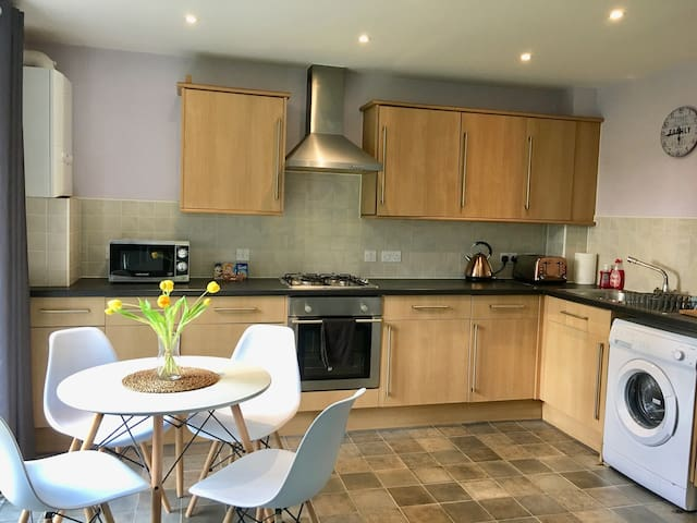 Spacious 2 bed,2 bathroom Apt close to New Forest.