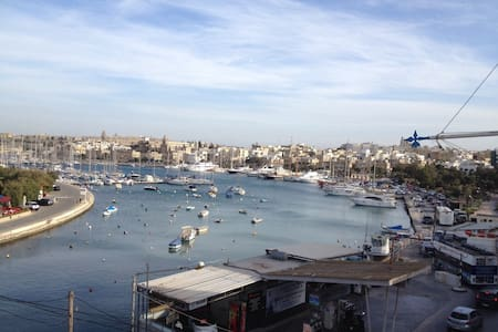 Seafront apartment with balcony - Il-Gżira - Apartment