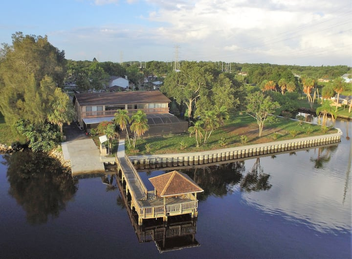 TAMPA RIVER VILLA!  12 Queen beds, Sleeps 24+