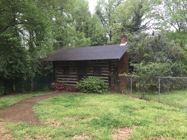 Historic 19th Century Cabin/Guest House - Greenville - Casa