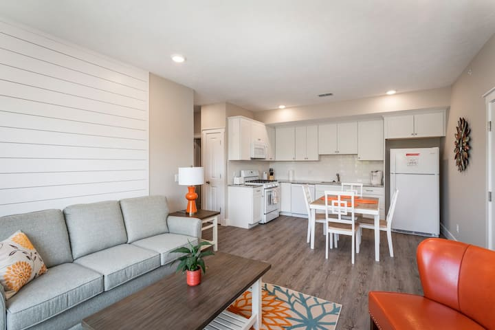 Winter Specials! Spring Break! Work Remotely at CitySide Unit 13| Close to Downtown| Dog Friendly|Shared Rooftop Patio ★★★★★