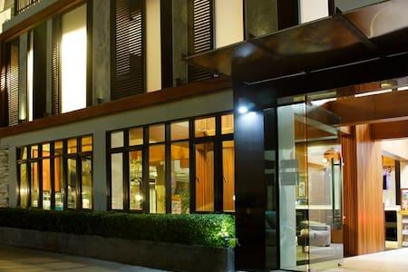โรงแรมไอเซน บัดเจท โฮเทล แอนด์ เรสซิเดนซ์ - Rayong