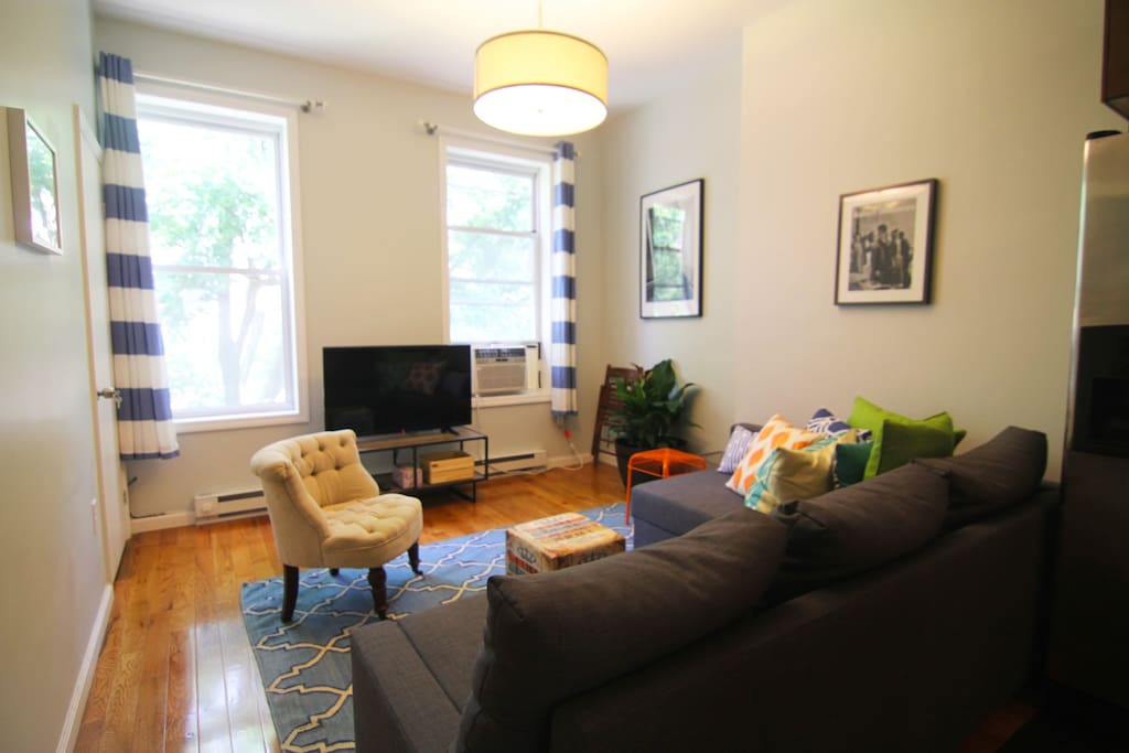 Bright large living space to relax with friends