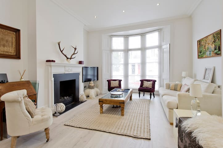 Bright, Charming 2- Bed Flat in Chelsea