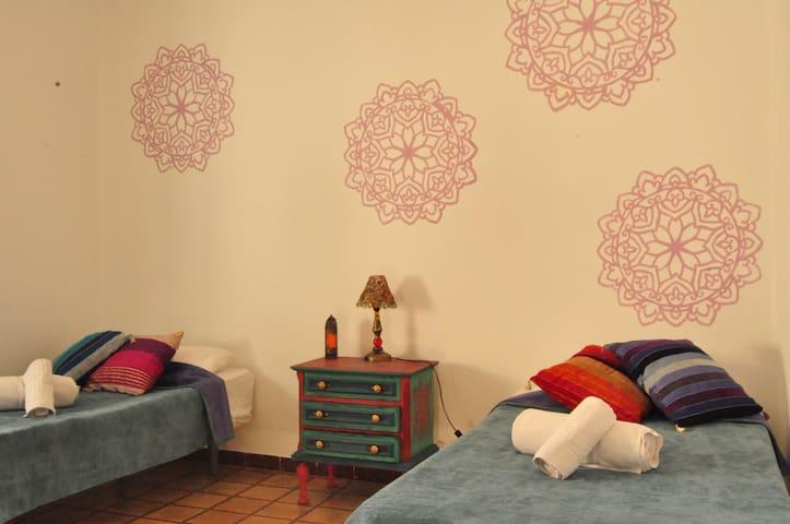 High Flyers House: Double Room 2 - Tarifa - Bed & Breakfast