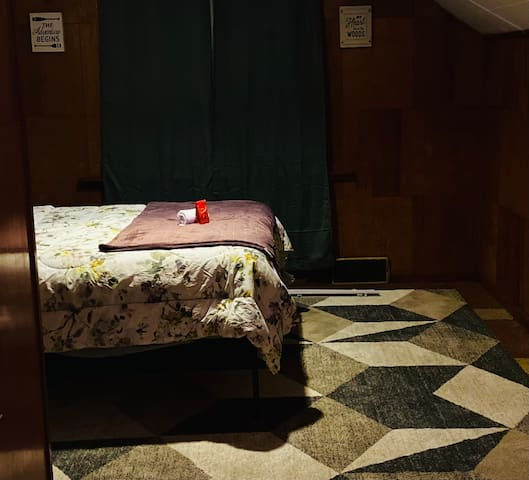 Upstairs Bedroom (Entire Floor)