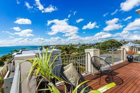 Seaview Retreat – Villa overlooking Milford beach - Auckland