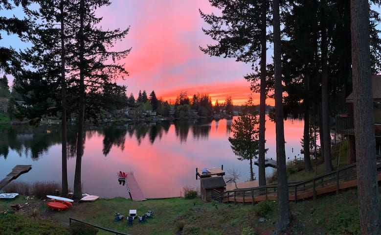 Lake Martha Private Cottage & Glassblowing Studio