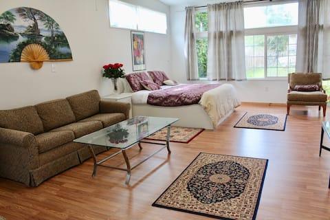 NEW Private Apartment! Sunny & Homey Escape
