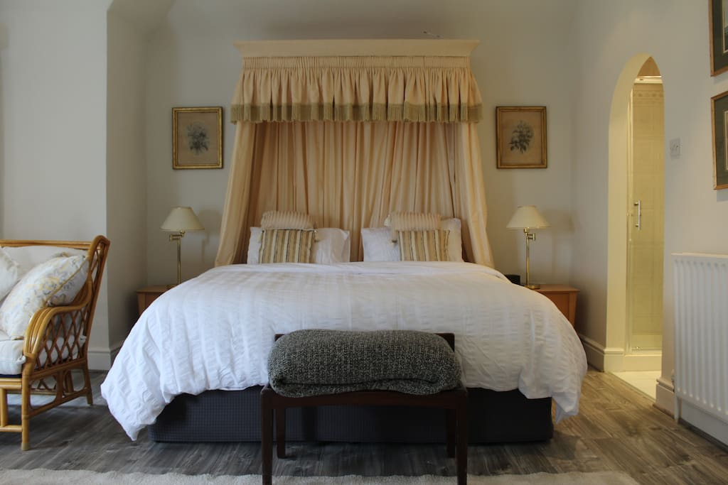 King Size Bed and Shower Room