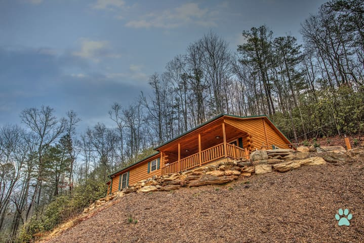 Eagle's Nest-Simple Cabin Luxury, Spectacular stay on the River-Close to Brevard - Pisgah Forest - Cabana