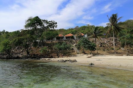 Legon Waru Cottage Trochus#1 with Secluded Beach