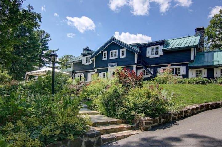 Manoir Viking: Waterfront Estate