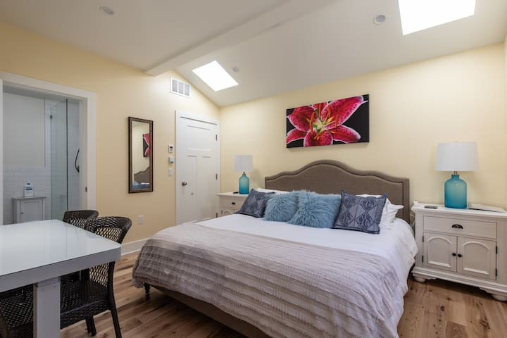 Visit Santa Monica from suite in new guest house