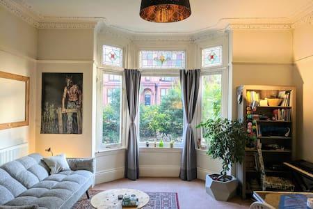 Spacious cosy flat in charming Moseley, Birmingham