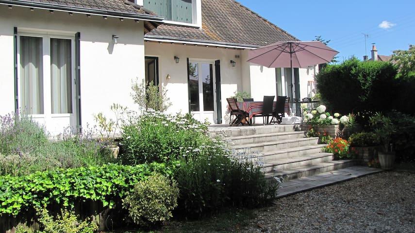 Maison individuelle avec jardin.