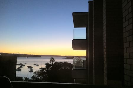 Large sunny apartment with stunning harbour views - Elizabeth Bay - Huoneisto