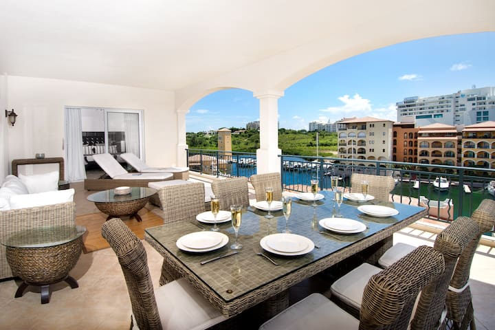 2BR condo w/ big terrace & sunset views - Aqua Vue