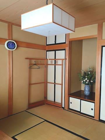 Japanese tatami room nearby a road of Cherry trees - Fujieda-shi - Casa